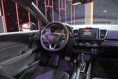 Khoang cabin của Honda City với nhiều tiện nghi hiện đại.