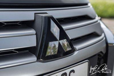 Logo Mitsubishi.