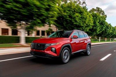Hyundai Tucson 2022 hiện đại hơn với loạt công nghệ tân tiến.