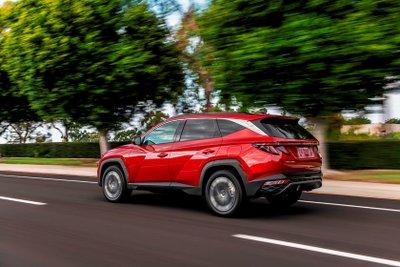Hyundai Tucson 2022 mạnh mẽ.