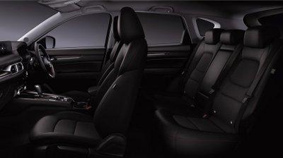 Nội thất xe Mazda bản Black Tone Edition trang trí cùng tông với ngoại thất.