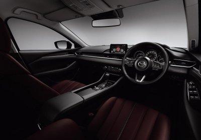 Riêng Mazda 6 Black Tone Edition có nội thất tạo hình phá cách.