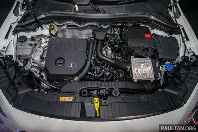 Khoang động cơ xe Mercedes-Benz GLA 200 2021 1
