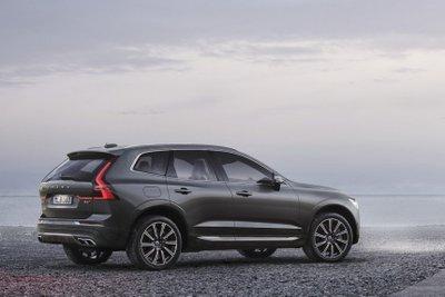 Volvo XC60 2021 cũng có biến thể trang bị động cơ diesel.