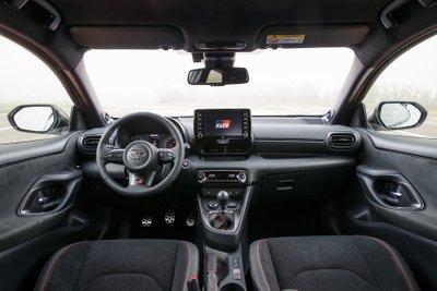 Toyota Yaris 2021 GR trang bị công nghệ tối tân.