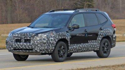 Subaru Forester 2022 facelift lộ diện khi chạy thử.