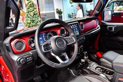 Không gian nội thất Jeep Wrangler 2020 được bán tại Việt Nam 1