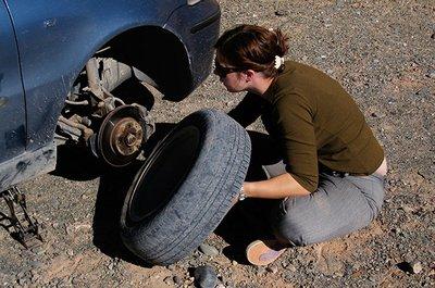 Tháo ốc và bánh xe.