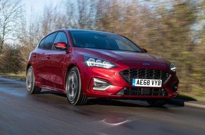 Ford Focus cạnh tranh vị trí đầu bảng nhở khả năng xử lý cực đỉnh.