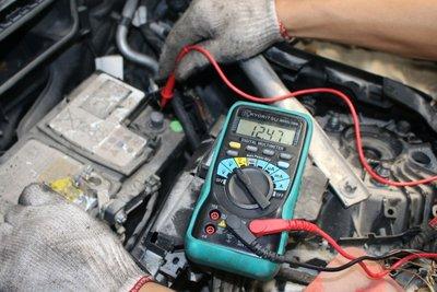 Theo MBV, ắc quy vẫn hoạt động bình thường với hiệu điện thế 12,47V.