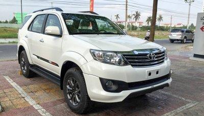 Toyota Fortuner cũ mang danh 'thánh lật'.