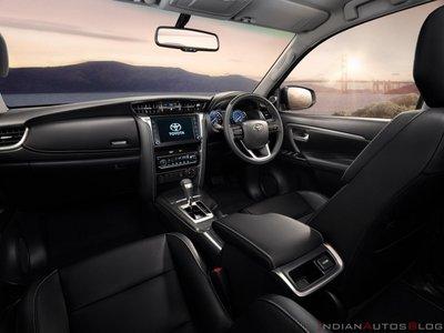 Toyota Fortuner 2021 nâng cấp các trang bị trọng điểm.