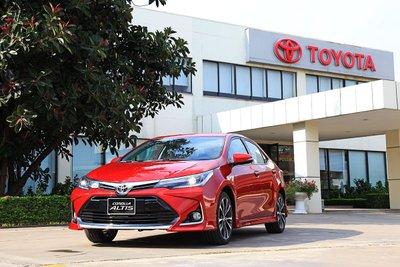 Ra mắt phiên bản mới, Toyota Corolla Altis vẫn dừng chân ở vị trí thứ 4.