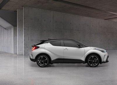 Toyota C-HR GR Sport 2021 cuốn hút từ từng đường cong.