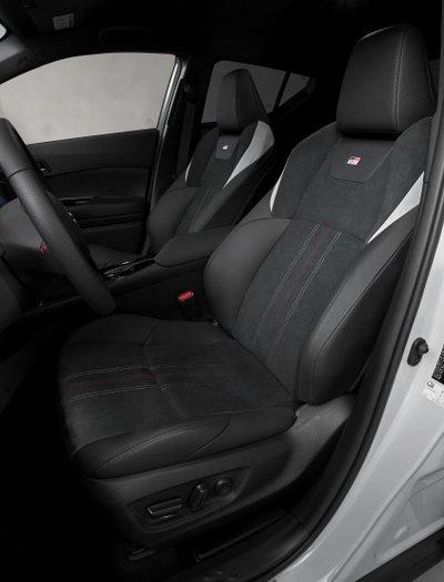 Toyota C-HR GR Sport 2021 cải thiện khả năng phản ứng.
