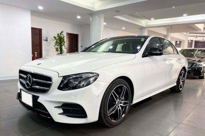Mercedes-Benz E300 AMG lướt 100 km rao bán 2,76 tỷ đồng 1
