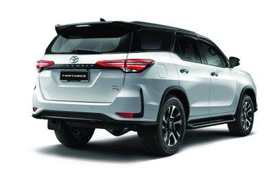 Toyota Fortuner 2021 nâng cấp mới cứng cáp và hoành tráng hơn nữa.