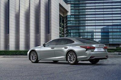 Ngoại hình tổng thể xe Lexus LS 500h 2021 1