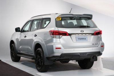 Nissan Terra 2021 VL mới loại bỏ viền trang trí crôm bóng.