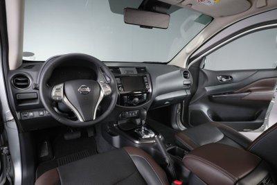 Nội thất Nissan Terra 2021 giữ nguyên nét quen thuộc cổ điển.