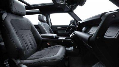 Land Rover Defender 2022 V8 tích hợp công nghệ tăng cường trải nghiệm lái.