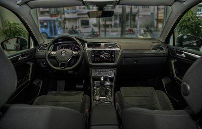 Volkswagen Tiguan Elegance trang bị loạt tính năng an toàn và tiện nghi.