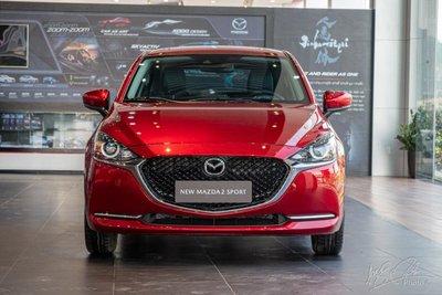 Mazda 2 2021 sở hữu thiết kế ấn tượng với lưới tản nhiệt cỡlớn 1
