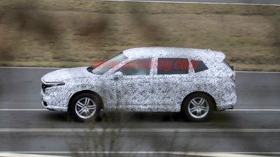 Honda CR-V 2023 toát lên vẻ thể thao mạnh mẽ nhưng vẫn đảm bảo tính tinh tế hấp dẫn.