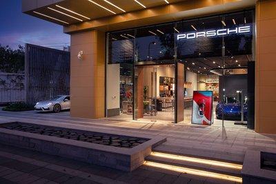 Porsche chào đón năm mới bằng việc chính thức ra mắt Porsche Studio Hà Nội.