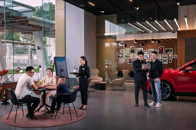 Porsche Studio tập trung tối đa vào chất lượng dịch vụ để khách hàng và người hâm mộ có thể tận hưởng khoảng thời gian dễ chịu tại đây.