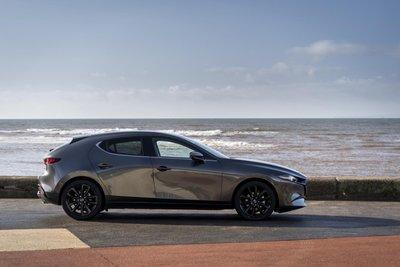 Mazda 3 2021 tích hợp hệ thống động cơ mới hiện đại hơn, mạnh mẽ và tiết kiệm nhiên liệu.