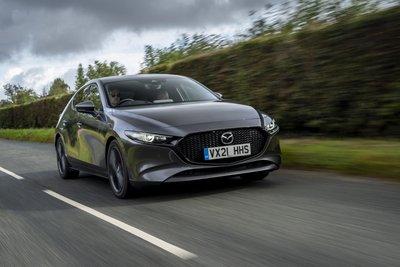 Mazda 3 2021 cùng CX-30 sở hữu động cơ mới mạnh mẽ hơn.