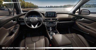 Nội thất của Hyundai Santa Fe bố trí khoa học, đem đến không gian rộng rãi. 1