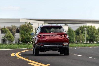 Hyundai Tucson 2022 nâng cấp mới cung cấp kèm tùy chọn 4 bánh cho mọi biến thể.