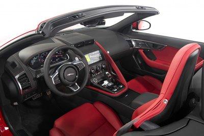 Jaguar F-Type mới tích hợp loạt công nghệ lái tối tân, tiện dùng.