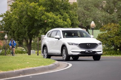 Mazda CX-8 2021 cập nhật bổ sung 2 biến thể mới.