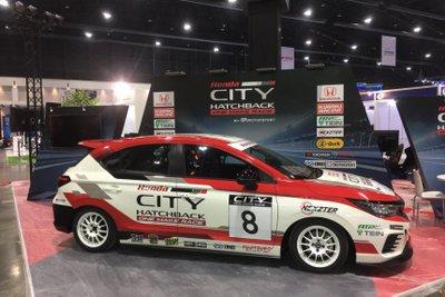 Honda City bản xe đua được nâng cấp toàn diện từ vẻ ngoài đến sức mạnh ẩn dấu dưới nắp ca-pô.
