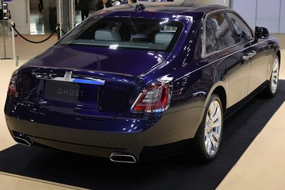 """[Bangkok 2021] Rolls-Royce Ghost 2021 thế hệ mới bản """"cơ sở"""" chào giá từ mức 24 tỷ đồng."""