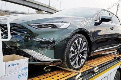 Kia K8 2022 Sedan chào giá từ 672 triệu đồng.