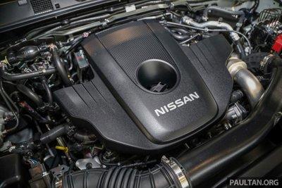 Khoang động cơ xe Nissan Navara 2021 tại Malaysia 1
