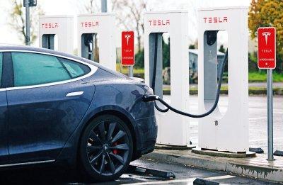Công nghệ sạc nhanh của Tesla Model 3.
