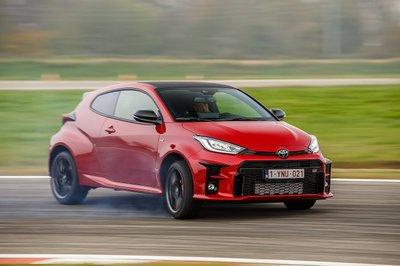 Toyota Yaris 2021 GR chốt giá gần 1,3 tỷ đồng.