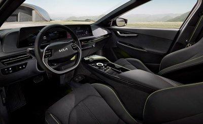 Kia EV6 GT 2022 trang bị các công nghệ tối tân, hiện đại nhất.