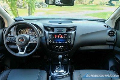 Nissan Navara 2021 sở hữu nội thất hiện đại.