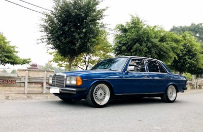 Mercedes Benz 1984 dạo phố.