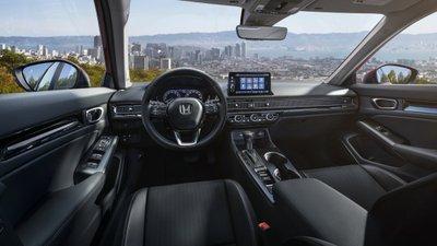 Honda Civic 2022 sedan sở hữu nội thất quen thuộc nhưng tích hợp công nghệ hiện đại hơn.
