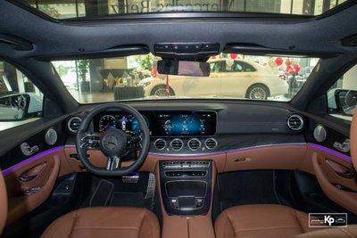 Rẻ hơn BMW 530i M-Sport 300 triệu đồng, Mercedes-Benz E300 AMG 2021 có gì hấp dẫn? a5