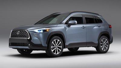 Toyota Corolla Cross 2022 mới hầm hố hơn.