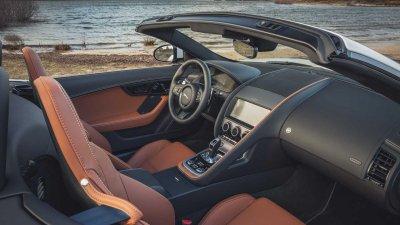 Xe thể thao mui trần Jaguar F-Type 2022 chỉ trang bị động cơ V8 mạnh mẽ.