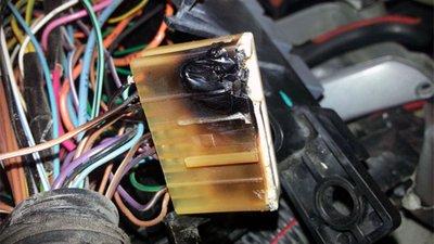 Các thành phần điện bị cháy / cầu chì bị hỏng.